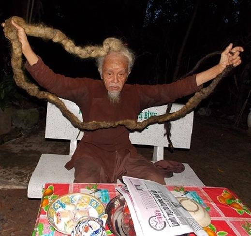 رجل لم يحلق شعره منذ 70 عاما