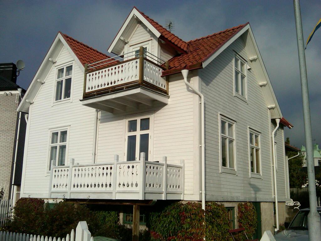 Livet i mitt lilla hus: vitt vitt vitt trähus
