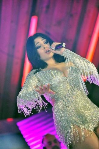 في حفلتها بمصر: فستان هيفاء وهبي يشعل الهجوم عليها