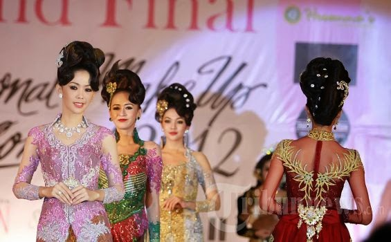 Foto Model Baju Kebaya Fashion Show
