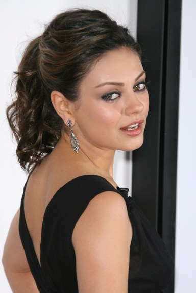 mila kunis hairstyles celebrity hairstyles. Black Bedroom Furniture Sets. Home Design Ideas