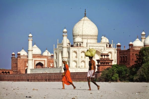 http://www.smithsonianmag.com/history/how-to-save-the-taj-mahal-49355859/