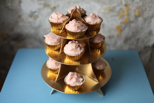 pastacılık dersleri cupcake standı nasıl yapılır