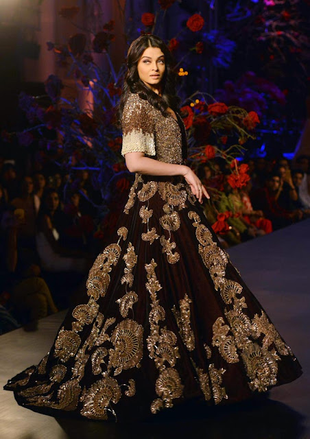 Aishwarya Rai in Maroon Lehenga Skirt at Manish Malhotra Show at AIFW 2015