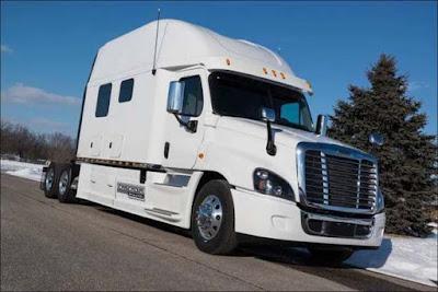 V.I.P. ταξίδια με φορτηγό για ...λίγους!