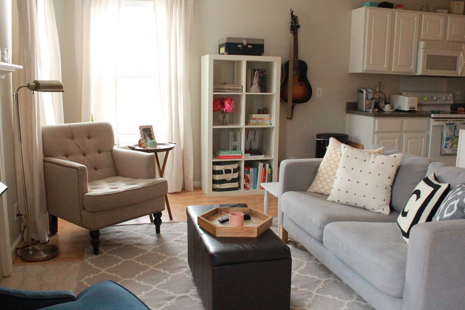 LIVING ROOM TOUR! | hollywouldblvd.com