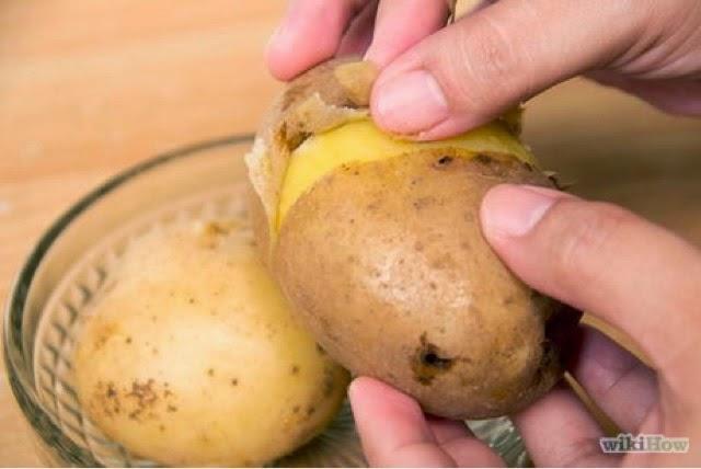 كيف تستطيع تقشير البطاطس فى ثانية واحدة وبدون سكين او مقشرة ؟؟ طريقة مذهلة وسهلة جدا