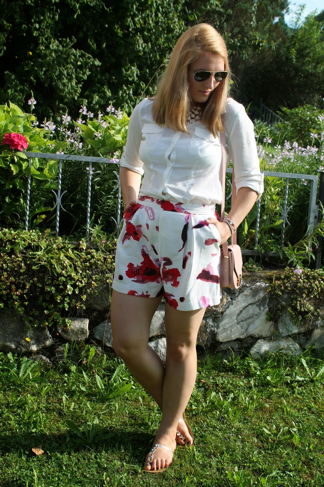 Fashionblogger Austria / Österreich / Deutsch / German / Kärnten / Carinthia / Klagenfurt / Köttmannsdorf / Spring Look / Classy / Edgy / Summer / Summer Style 2014 / Summer Look / Fashionista Look /   / Summer Dress / Flower Shorts / Oasap Shorts / Zara Shorts Dupe / Tally Weijl Flats / White Blouse / Ray Ban Aviator Sunglasses / Streetstyle / Pastell Colors Looks / Candy Colors /