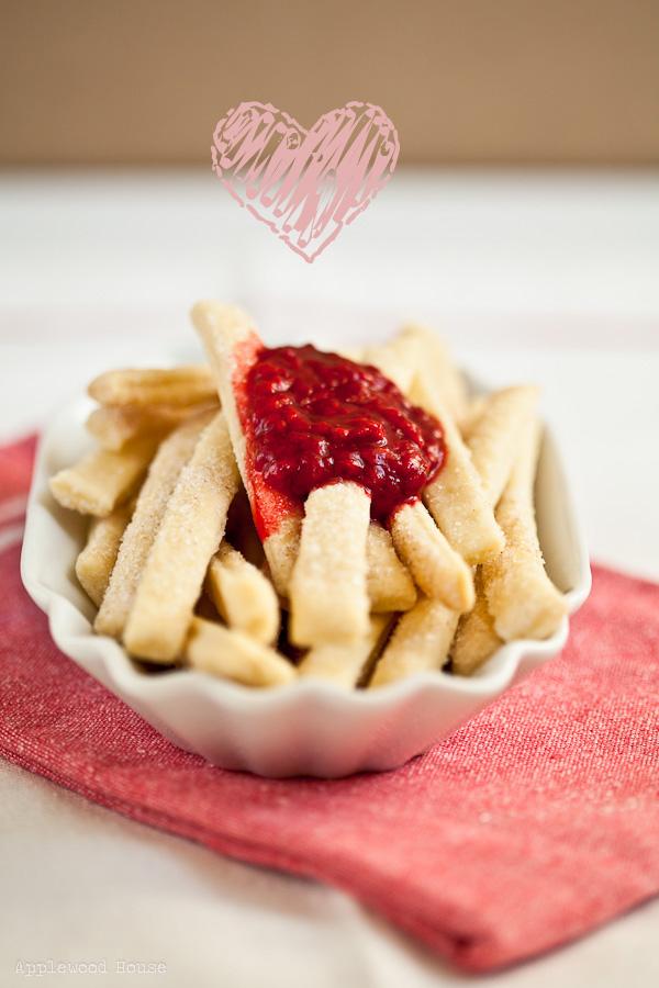 Pommes rot Pie Fries mit Himbeersauce
