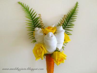 bukiet ze skarpetek, rożek sizalowy, skarpetki kwiatki, bukiet w rożku sizalowym