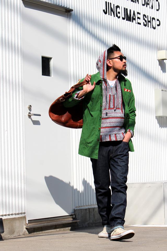 """Monitaly """"Baja Shirts"""" size S 30,240yen YUKETEN """"Leather Shoe Maker Bag"""" 64,800yen"""