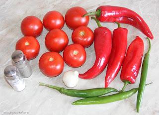 legume pentru gratar, retete cu legume, preparate din legume, retete de legume, retete culinare, legume proaspete, legume romanesti, legume de gradina, rosii, ardei capia, usturoi romanesc, ardei iute, ciusca,
