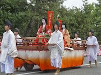 清原元輔の娘、清少納言は一条皇后に仕えていた。