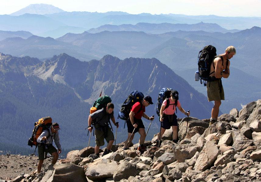 Mendaki gunung merupakan olahraga dan hobi yang sangat memerlukan