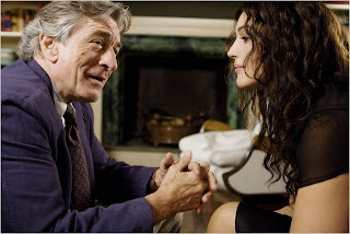 "Robert De Niro e Monica Bellucci em cena do filme ""As Idades do Amor"""