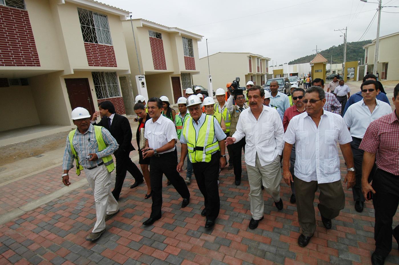 Entreg el jueves 9 de agosto las primeras casas de mucho for Urbanizacion mucho lote 2 villa modelo