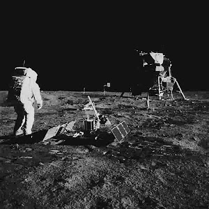 BUZZ ALDRIN AND THE LUNA LANDER