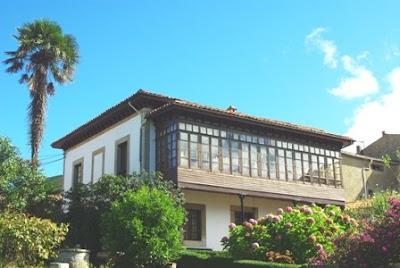 Caravia, Prado, edificio