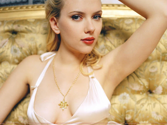 Scarlett Johansson hot red lips