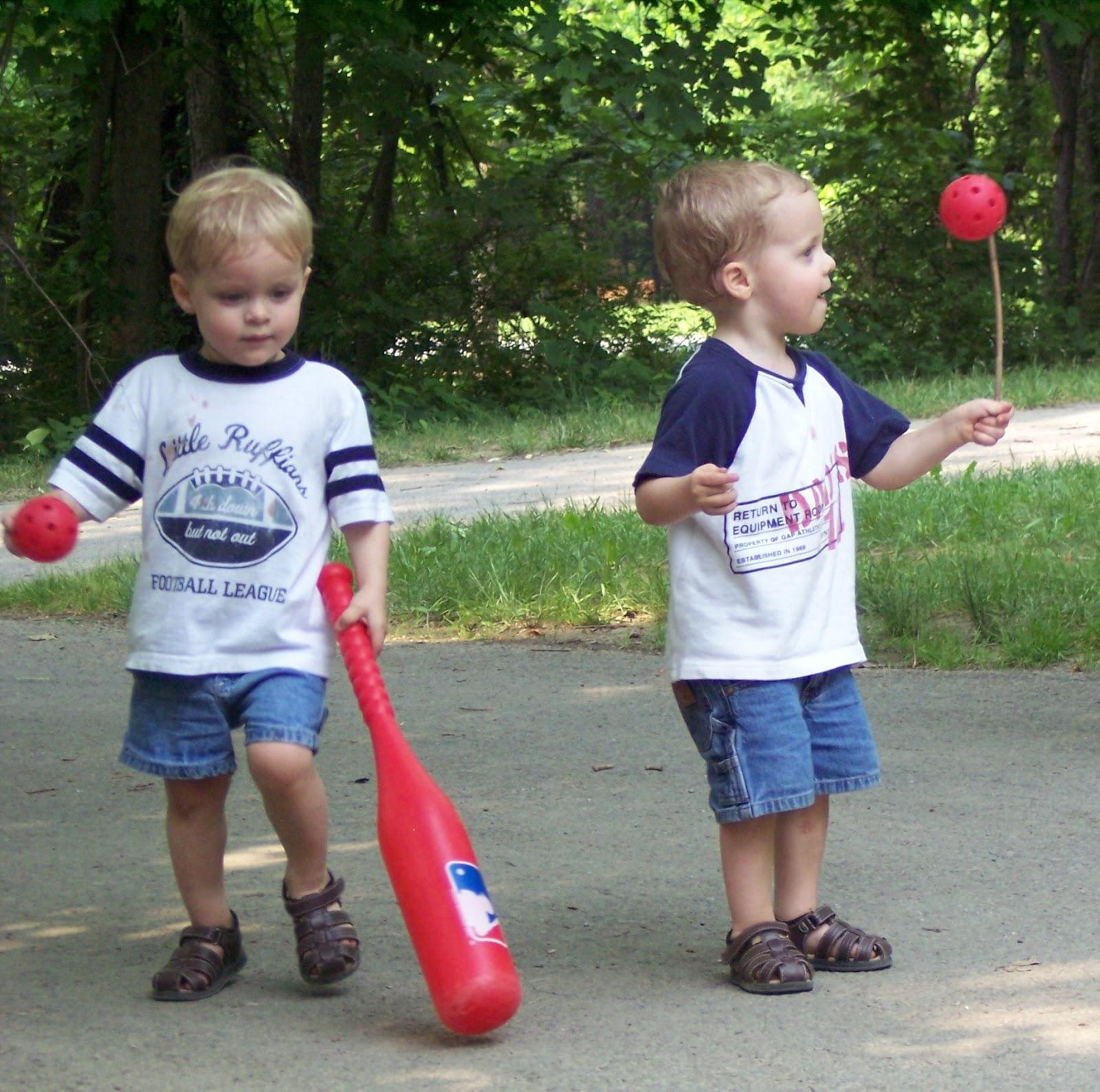http://4.bp.blogspot.com/-AEAuY9xASLI/T5bNcC2tsEI/AAAAAAAAAbU/2BDFgASd7vE/s1600/baseballfirst.jpg