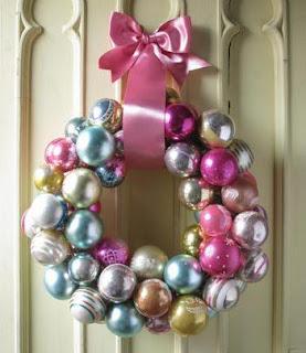 Corona de Navidad con chirimbolos o adornos