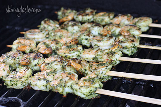 grilled pesto shrimp skewers Grilled pesto shrimp skewers