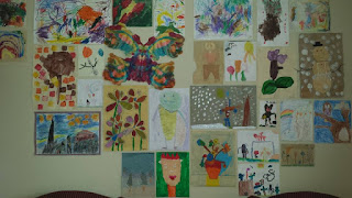gallery art wall, kids art, art display, playroom