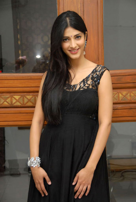 shruthi han at oh my friend audio launch, shruthi han new unseen pics