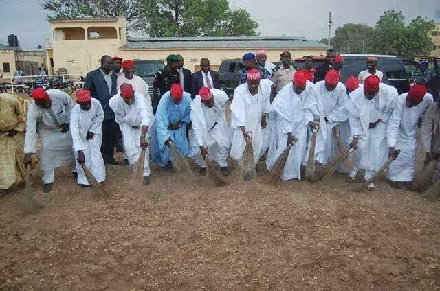 APC SWEEPING GOODLUCK JONATHANK FEET AWAY FROM KANO STATE... WHO IS FOLLING ...WHO?
