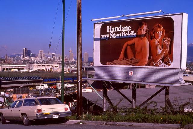 Lot 20 Vintage 1970s Life Magazines War Conflict Economic FBI Women Photos Ads B
