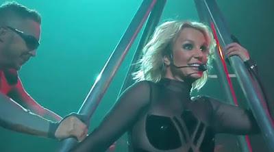 [ShowBiz] Ritsleting Baju Britney Spears Melorot Sampai Bokong