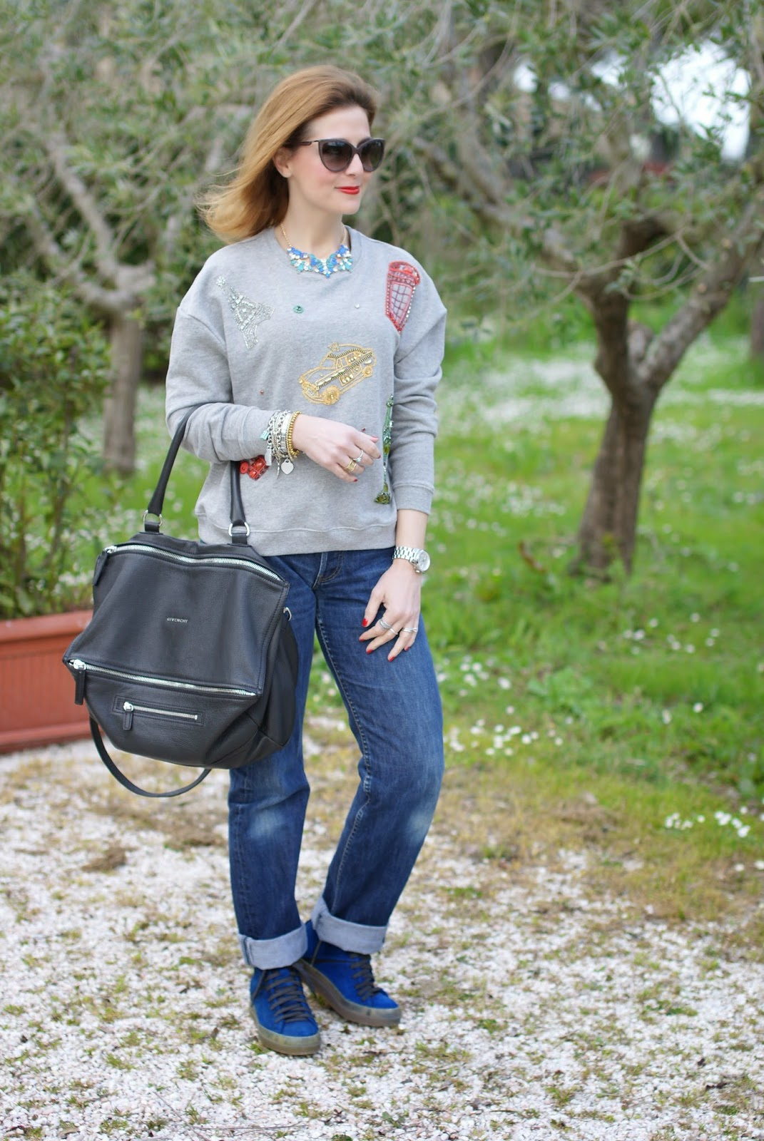 comfortable outfit, Zara city symbols sweatshirt, Ruco Line sneakers, Givenchy Pandora, Fashion and Cookies, fashion blogger