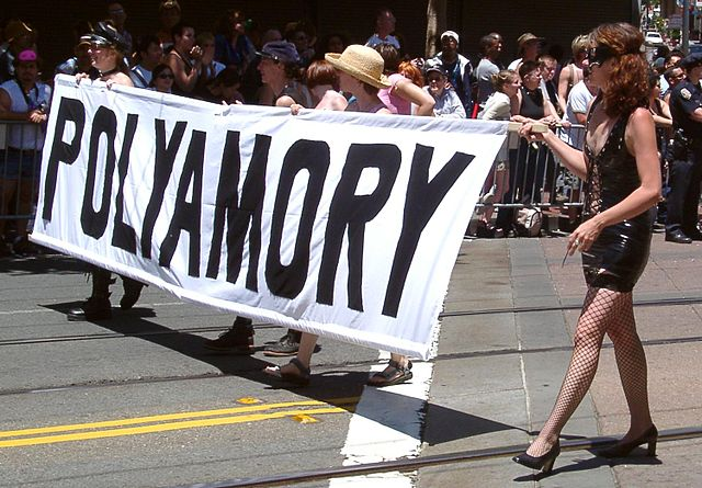 Start of polyamory contingent at San Francisco Pride 2004