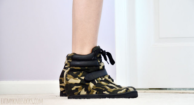 Side view of the camouflage sneaker wedges from AMIClubwear, perfect shoes for an edgy-grunge outfit.