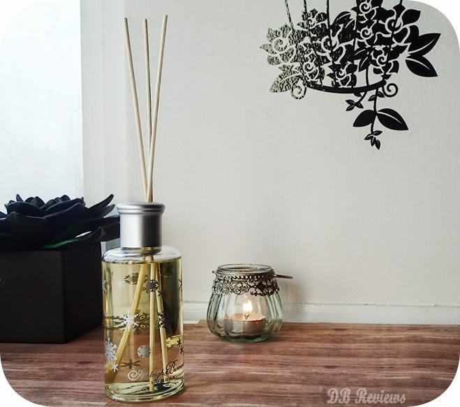 The Wax Essentials Christmas Reed Diffusers - White Christmas