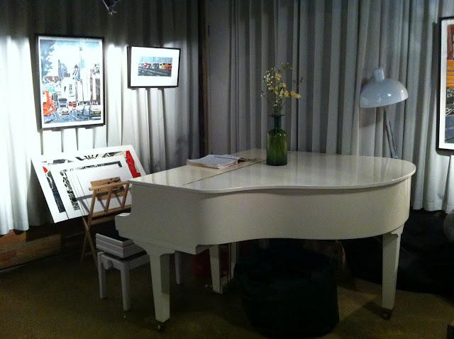Waterline+Bar+Regents+Canal+Cinema+room+piano