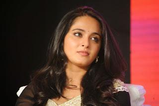 Actress Anushka Shetty Latest Pictures in Saree at Lingaa Audio Success Meet  006.JPG