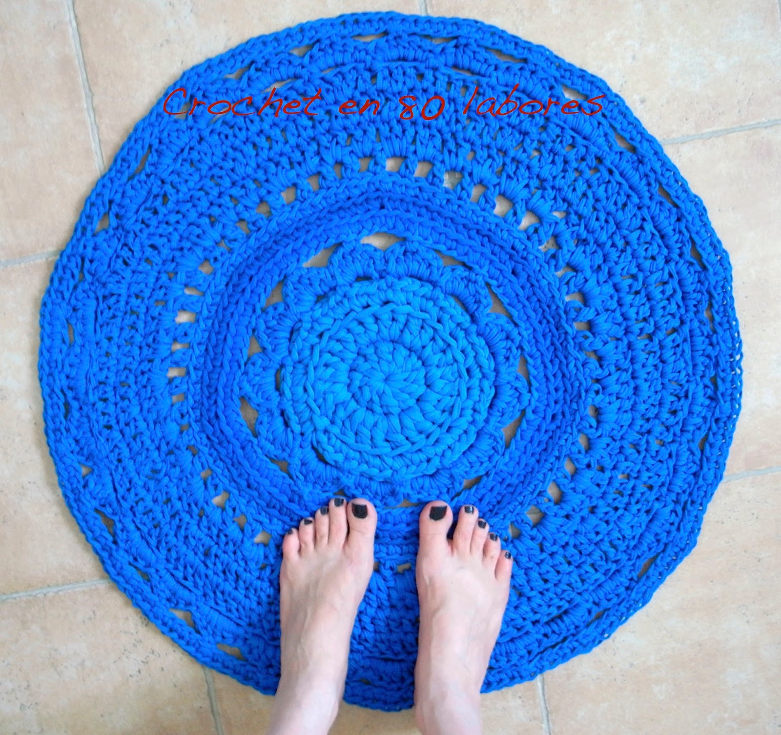 Crochet en 80 labores alfombra de trapillo en color azul for Alfombra colores