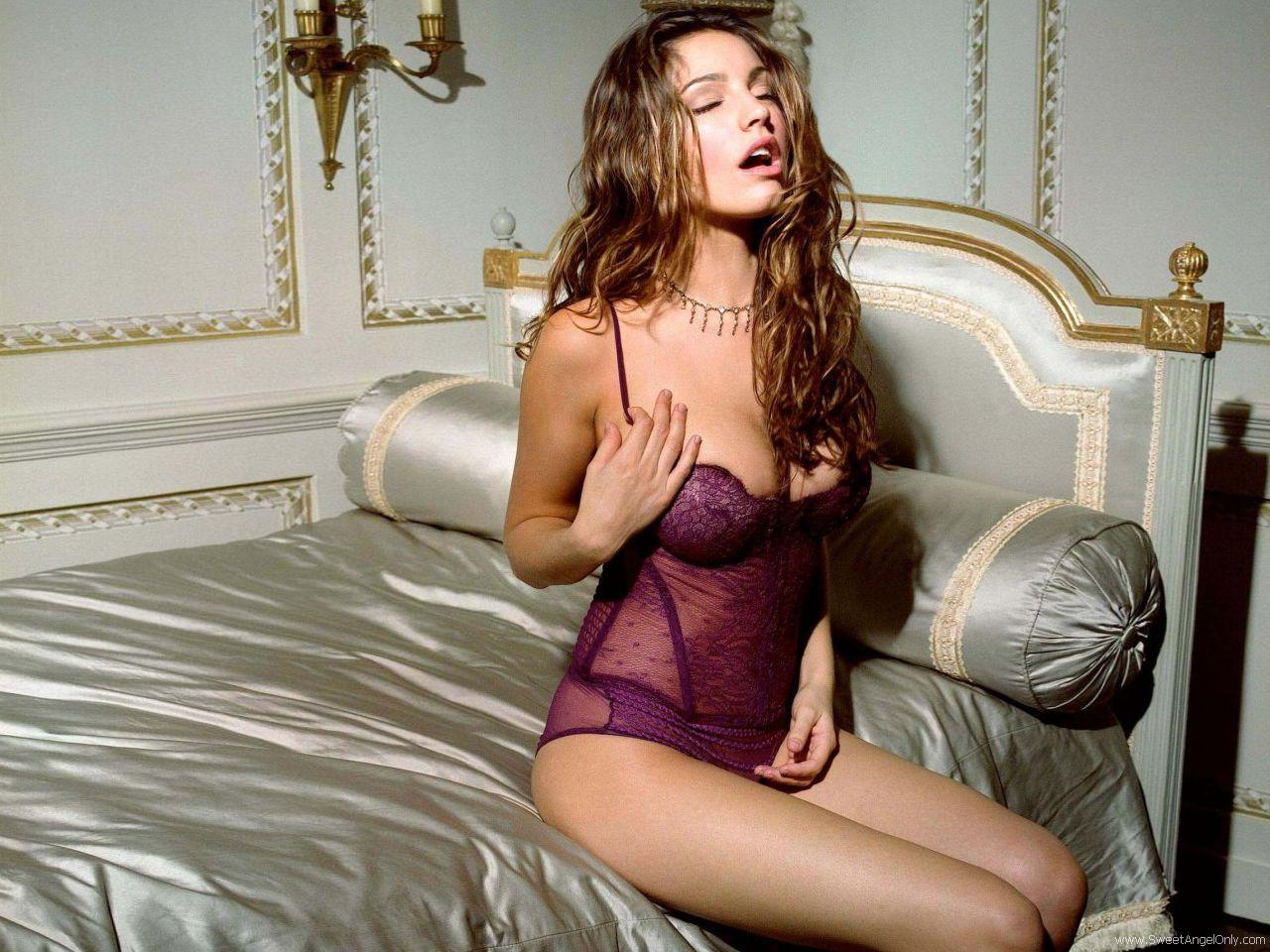 http://4.bp.blogspot.com/-AGIqiMSDCMk/TeDfMV5wY8I/AAAAAAAAFic/PDg7beUn24U/s1600/kelly_brook_hot_HD_Wallpaper_38.jpg