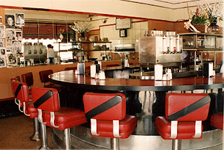 American Diner - Round Counter with Red Booths