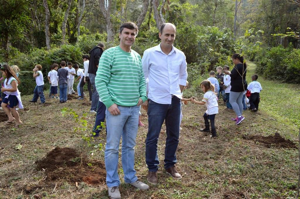 O secretário de Meio Ambiente, André de Mello e o sub, Leandro Coutinho, participam da primeira atividade em comemoração ao Dia Mundial do Meio Ambiente