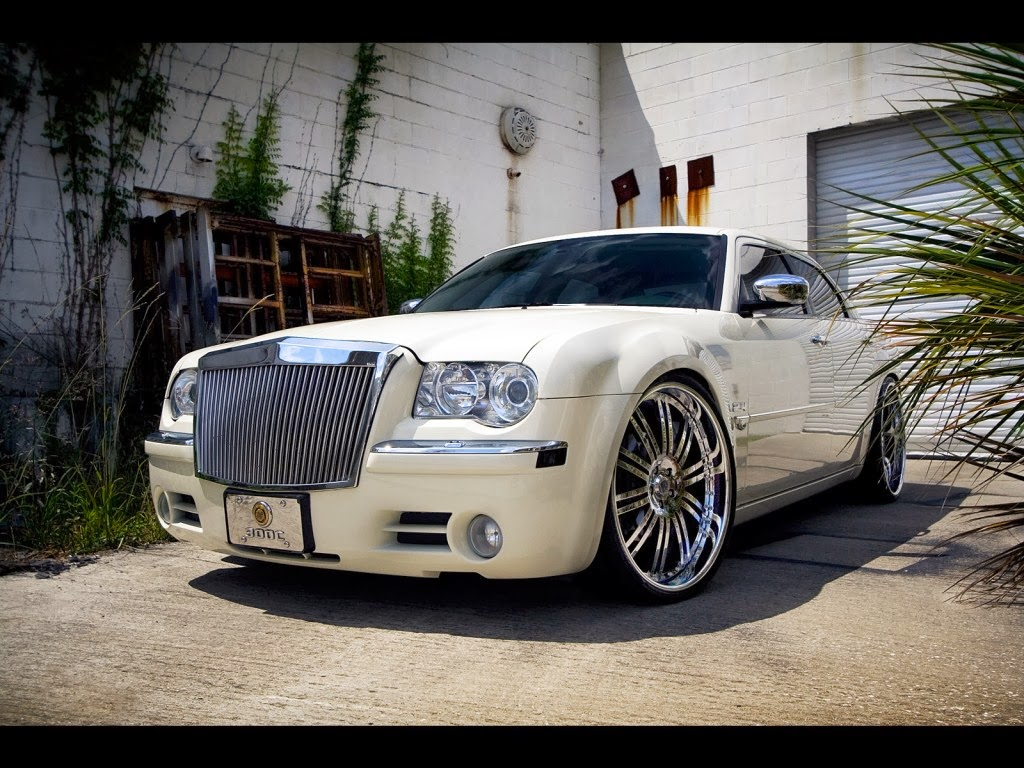 2014 Chrysler 300 Wallpaper