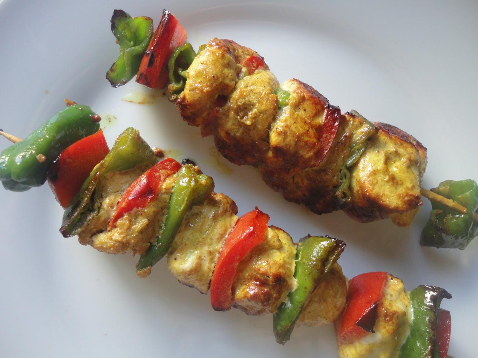 Cocer cantar brochetas de pollo con garam masala - Como preparar pinchos de pollo ...