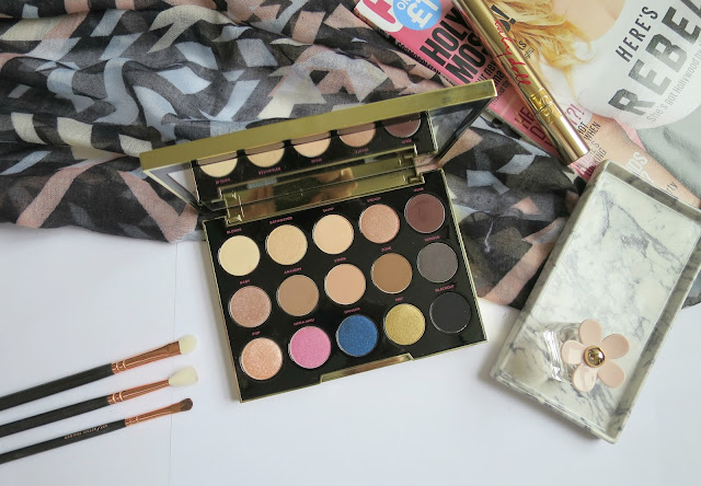 Urban Decay Gwen Stefani Eye Shadow Palette Neutral Favourite Swatch Shades Flat lay