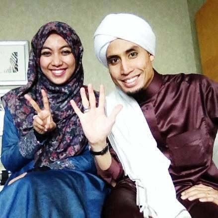 Gambar Don Daniyal dengan Isteri Husna
