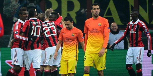 Para pemain Milan saat merayakan gol kedua ke gawang Barcelona yang ditorehkan Sulley Muntari pada leg pertama babak 16 besar Liga Champions. Milan menang 2-0 dalam laga tersebut
