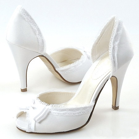 she how to select shoes to wear with your wedding dress