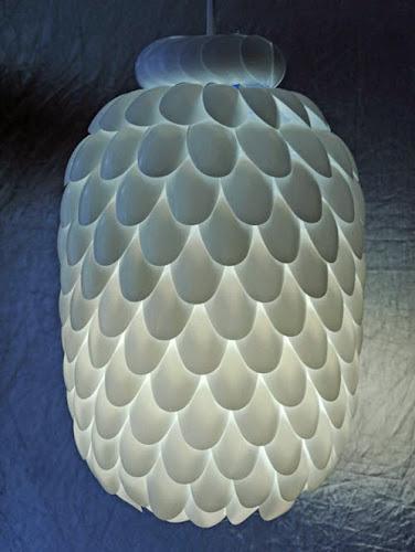 LAMPU HIAS DARI BOTOL PLASTIK BEKAS DAN SENDOK PLASTIK