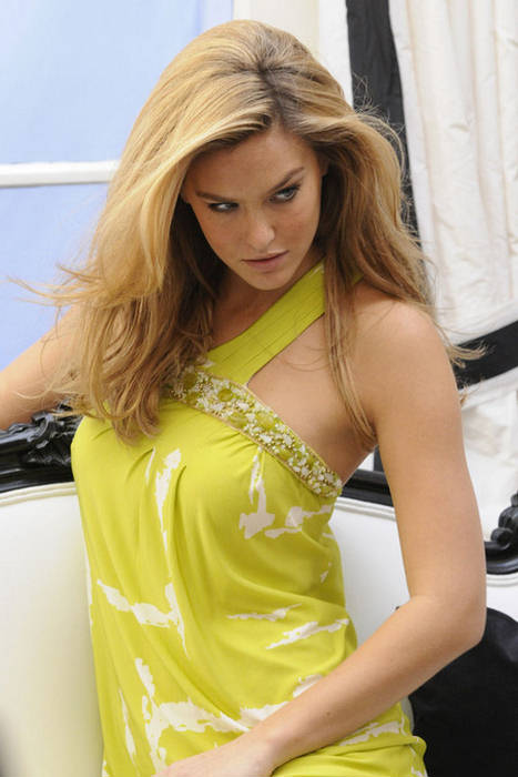Bar_refaeli_fashion_009jpg