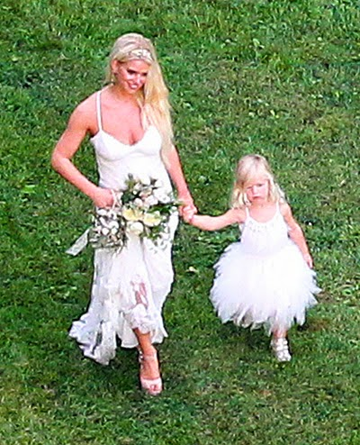 paparazzi  Wedding Ashlee Simpson Wedding pictures The first pictures  Evan Ross  couples